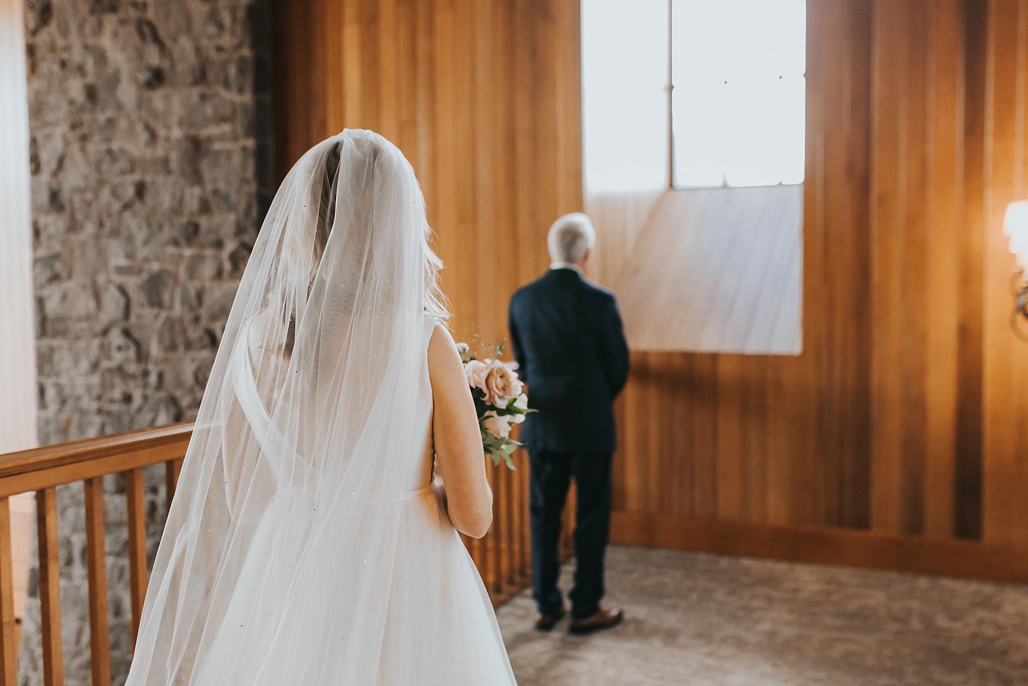 oregon golf club bride getting ready